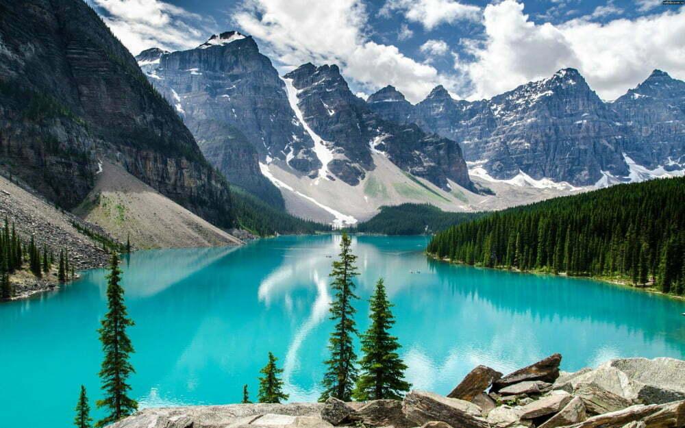 Banff-National-Park-Canada-sjoar-Moraine-Lake