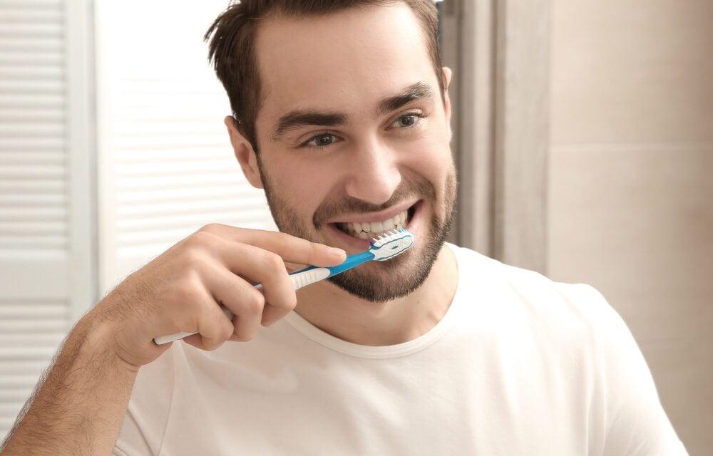 Sådan passer du på dine tænder derhjemme