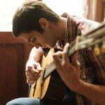 Skal du begynde på guitar? Her er gode råd til, hvilket gear du skal investere i