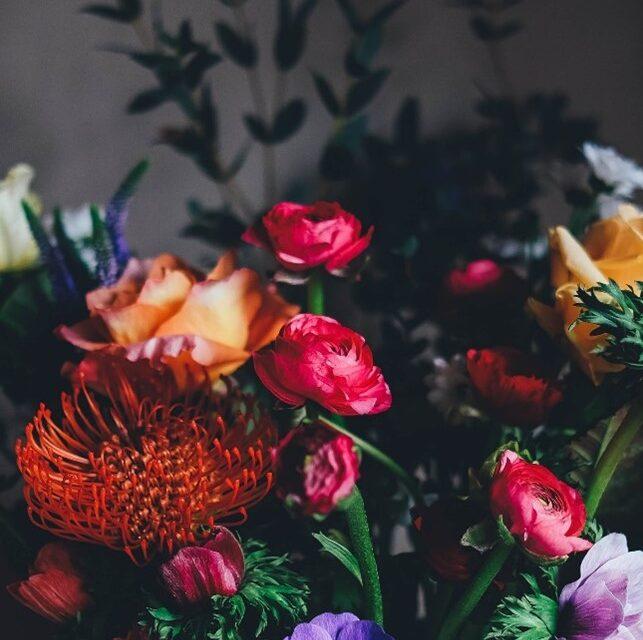 Blomster og buketter der vil glæde både ham og hende